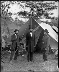 Allan Pinkerton, President Lincoln, and General John McClernand at Antietam.